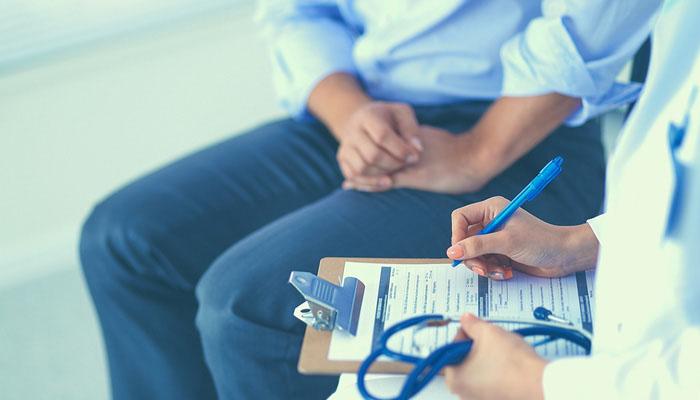Bekar olan erkekler varikosel tespit edilmiş ise ameliyat edilmeli mi?